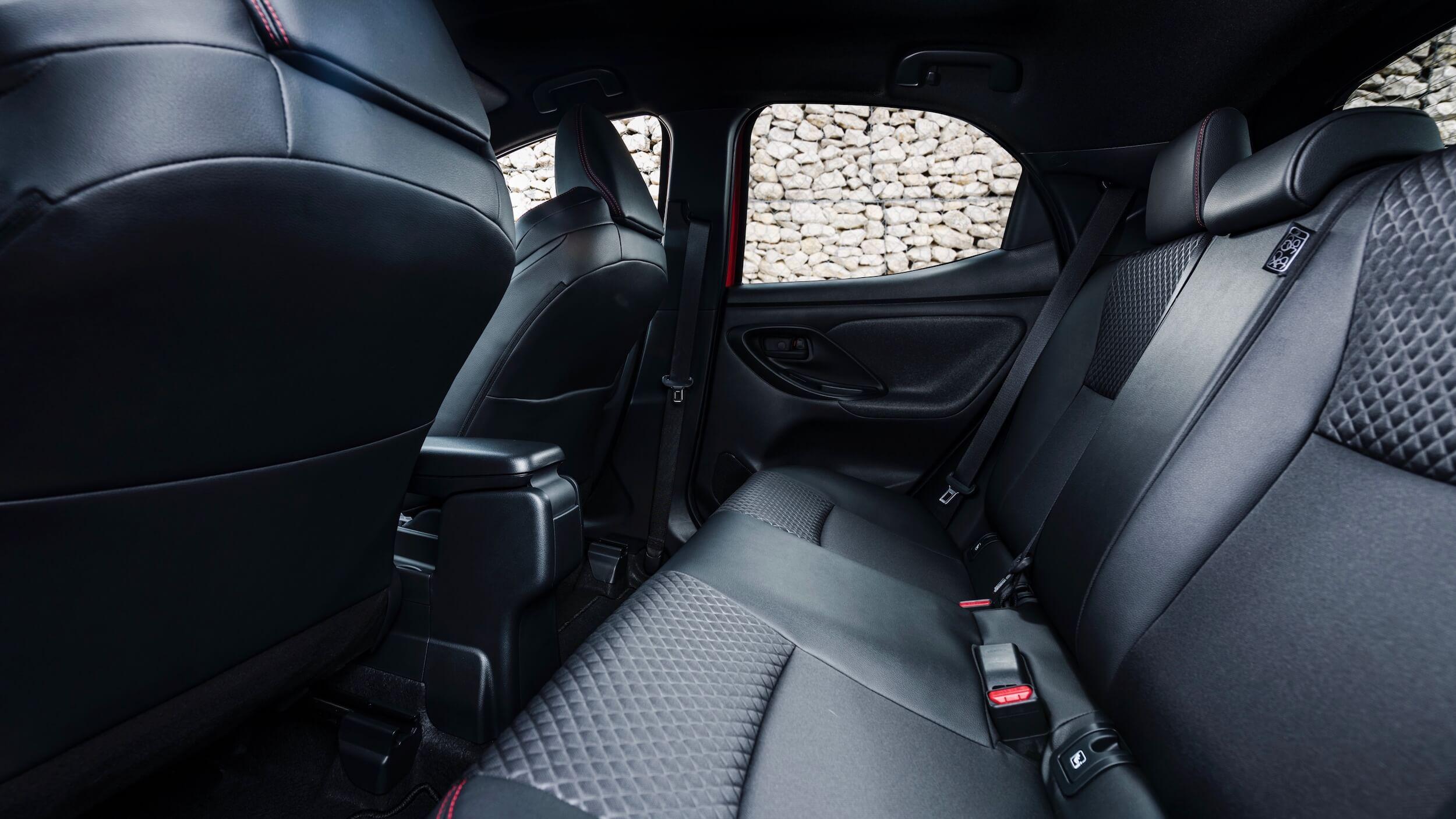 2020 Toyota Yaris hybride achterbank