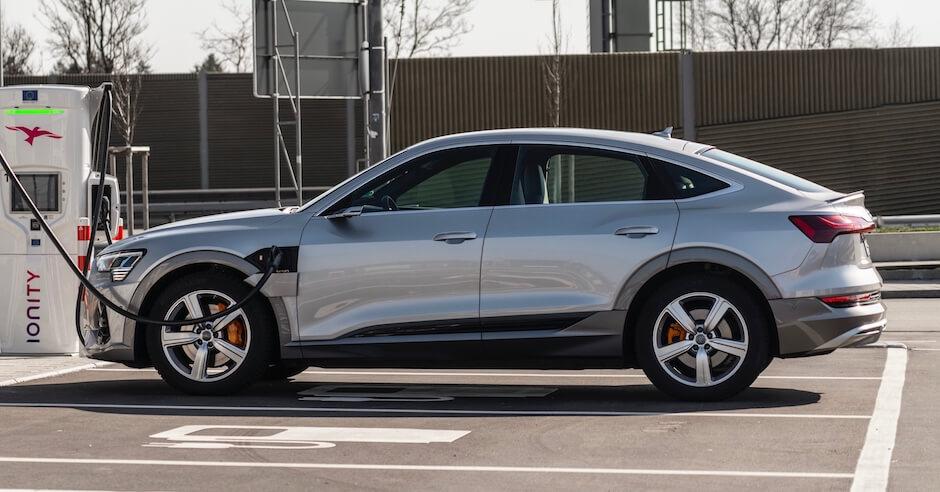 Audi e tron Sportback opladen