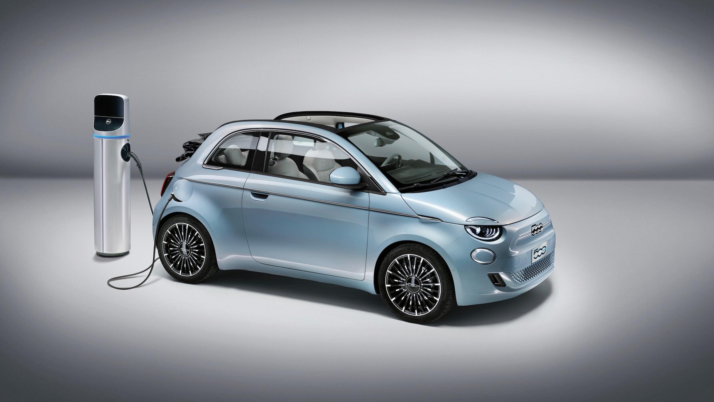 Fiat 500e aan laadpaal 2021