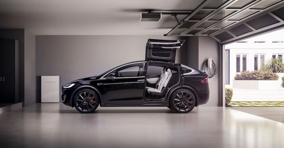 Tesla Model X vleugeldeuren in garage