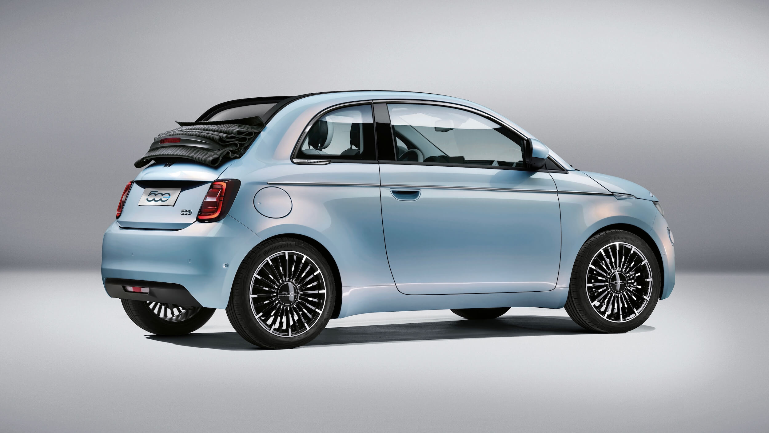 elektrische Fiat 500e cabrio blauw 2021