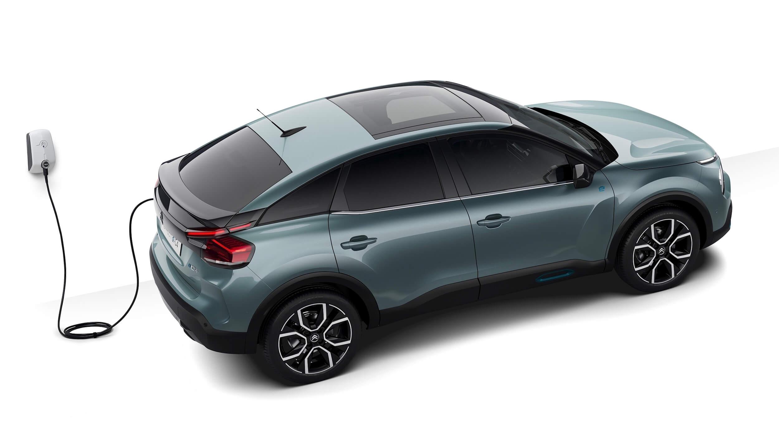 Elektrische Citroën C4 aan wallbox
