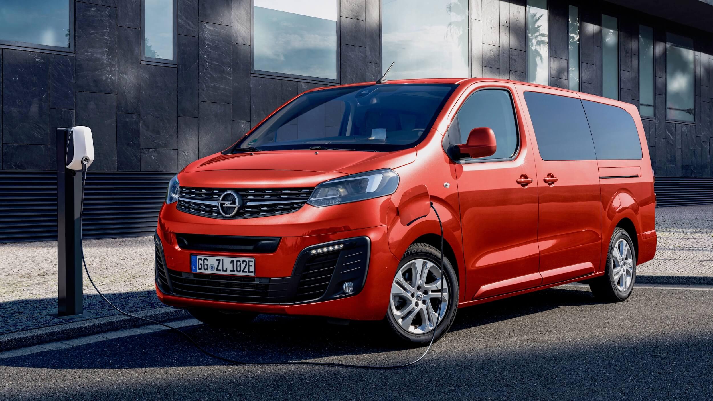 Elektrische Opel Zafira opladen aan laadpaal