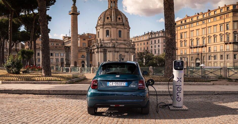 Fiat 500e opladen aan laadpaal