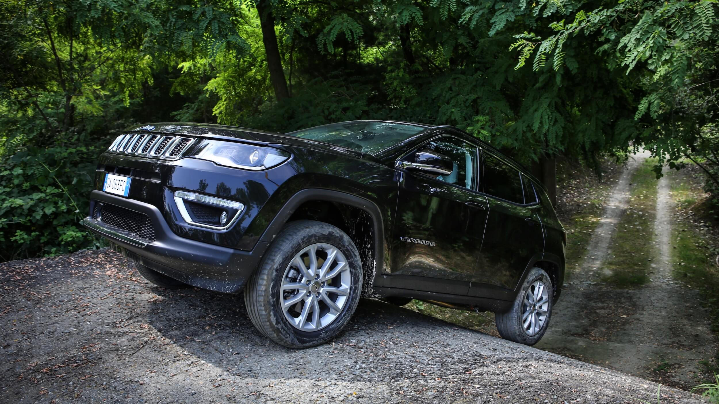 Hybride Jeep Compass 4xe op helling