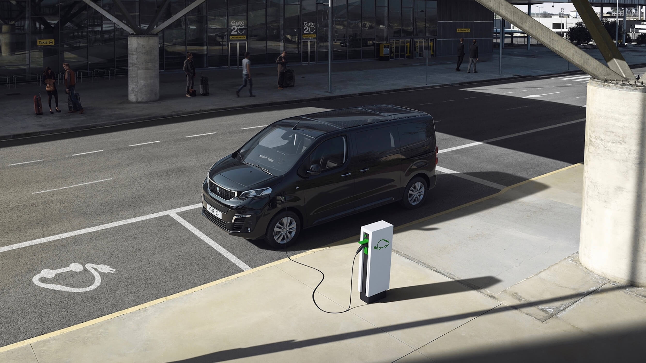 Peugeot elektrische minibus opladen