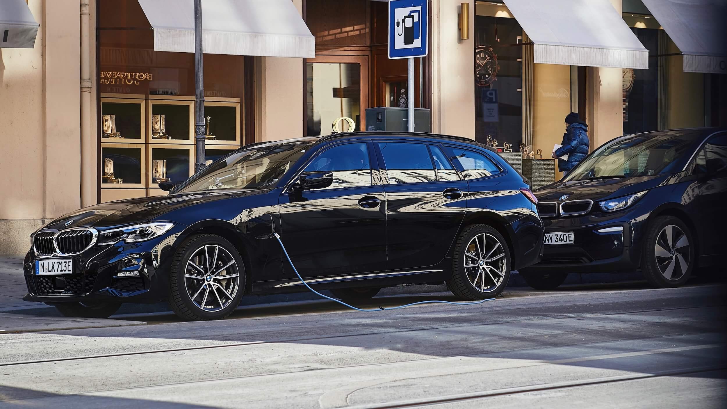 BMW 330xe touring hybride