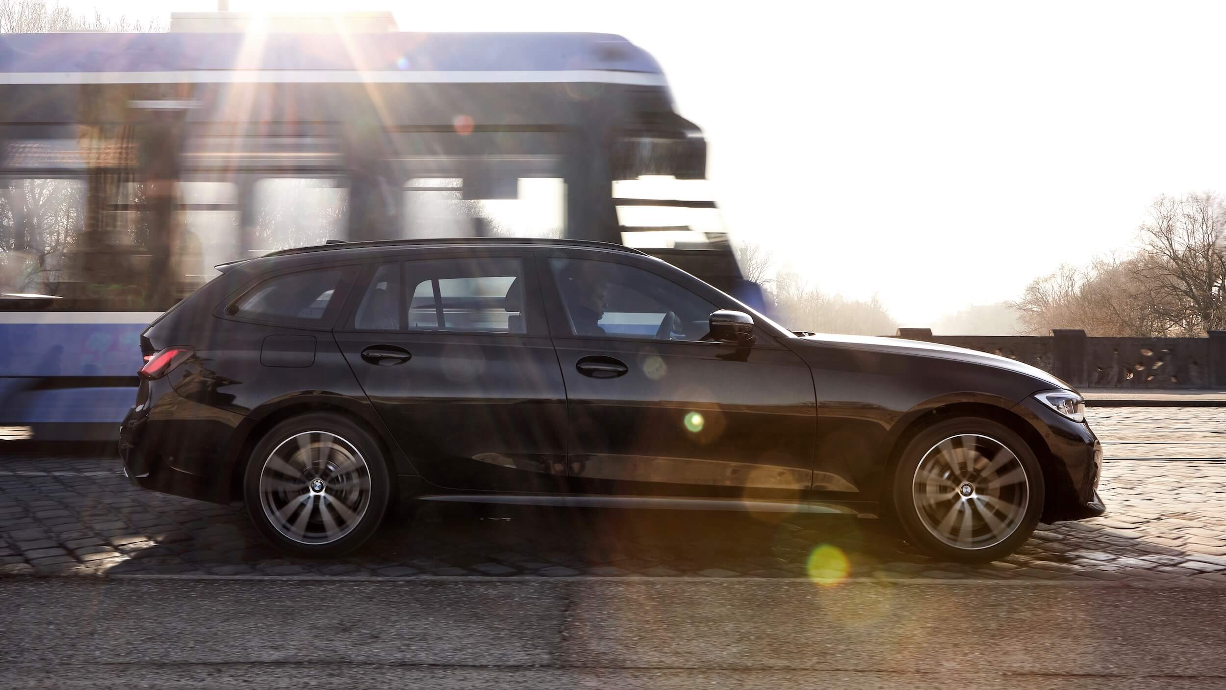 BMW 330xe touring profiel