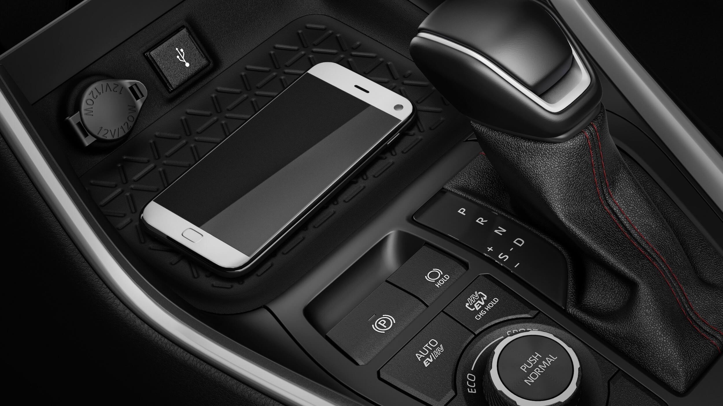 Suzuki Across PHEV smartphone opladen