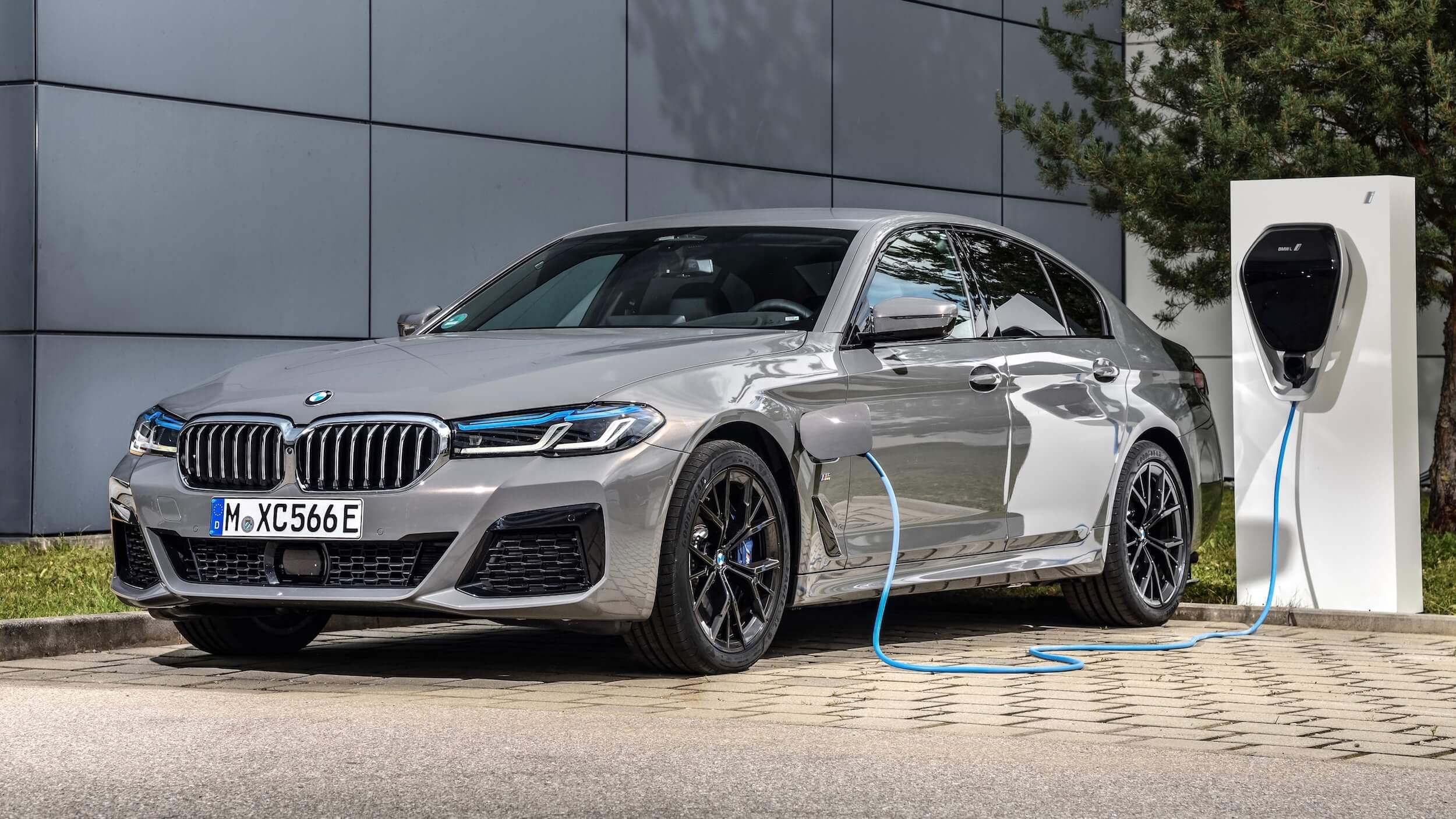 BMW 545xe sedan
