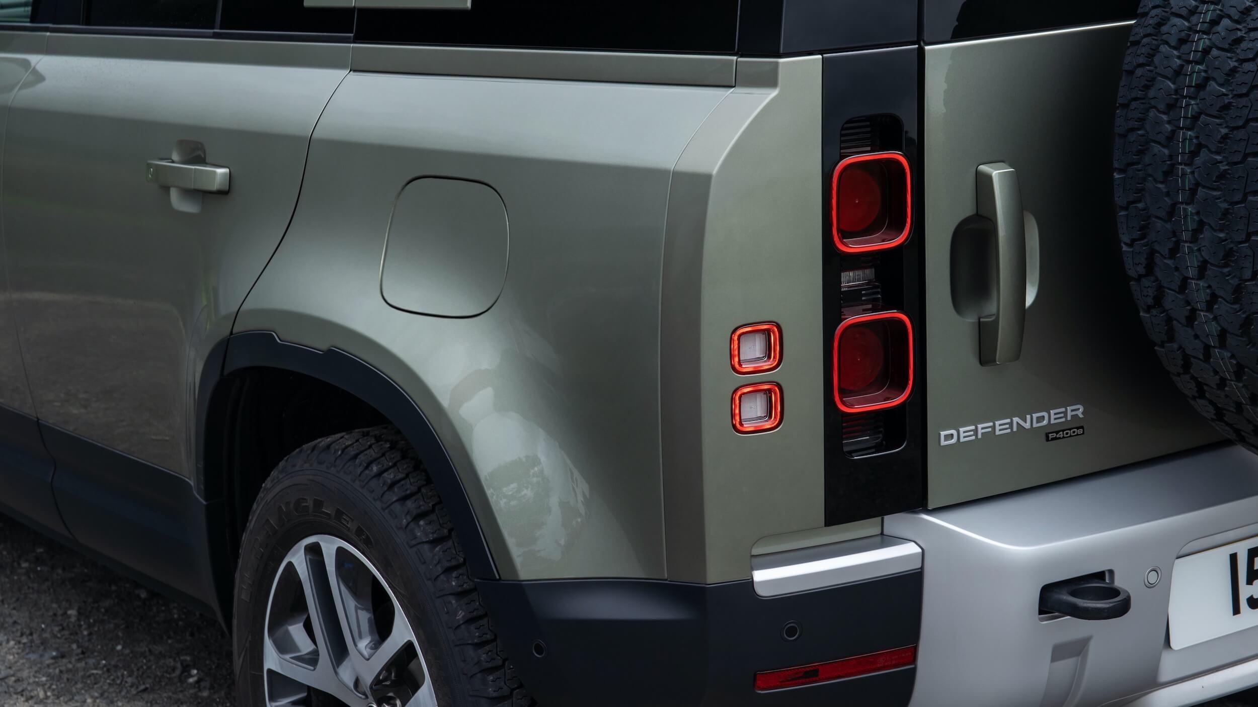 Land Rover Defender 110 P400e laadklep