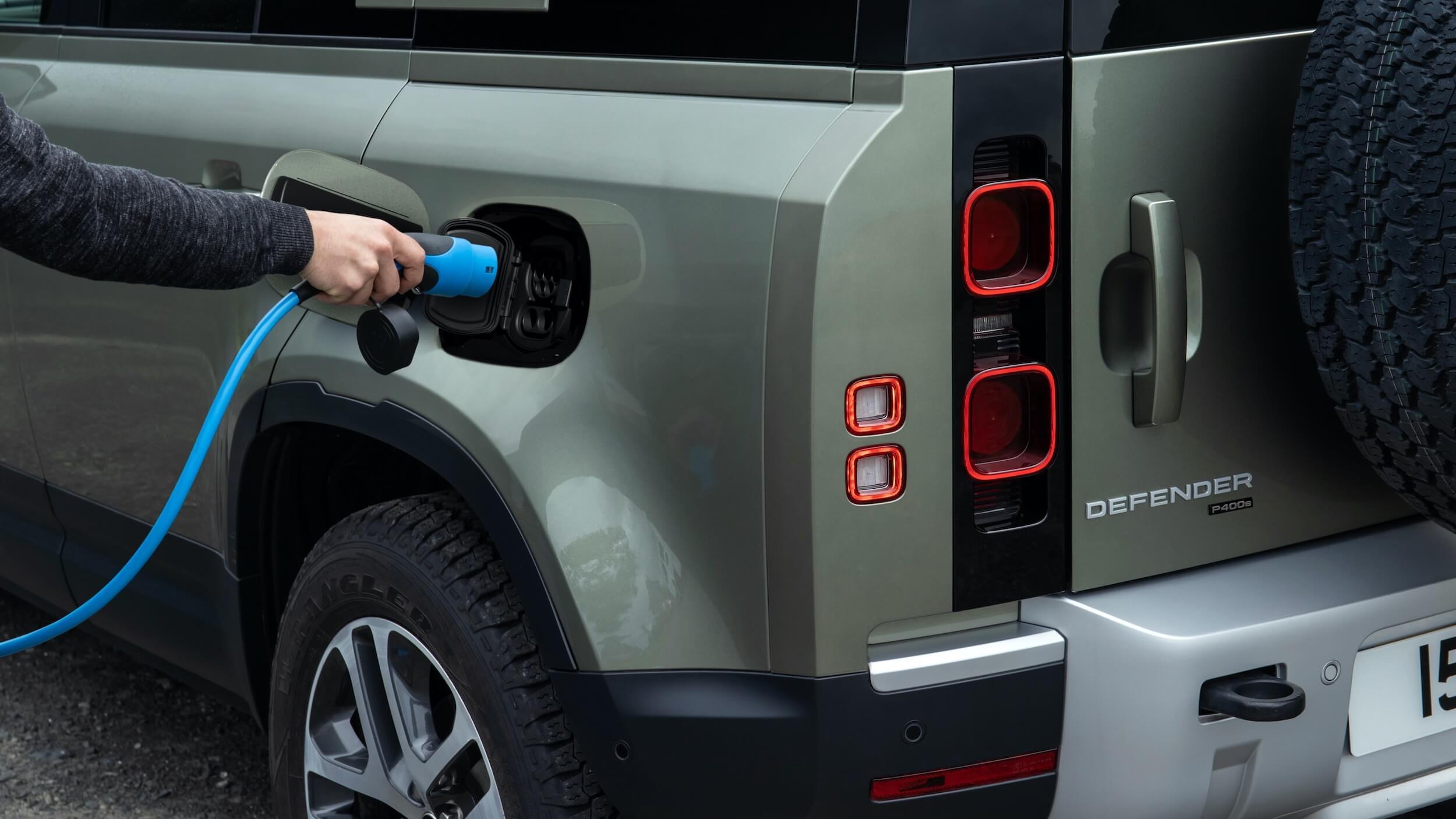 Land Rover Defender 110 P400e laadplug