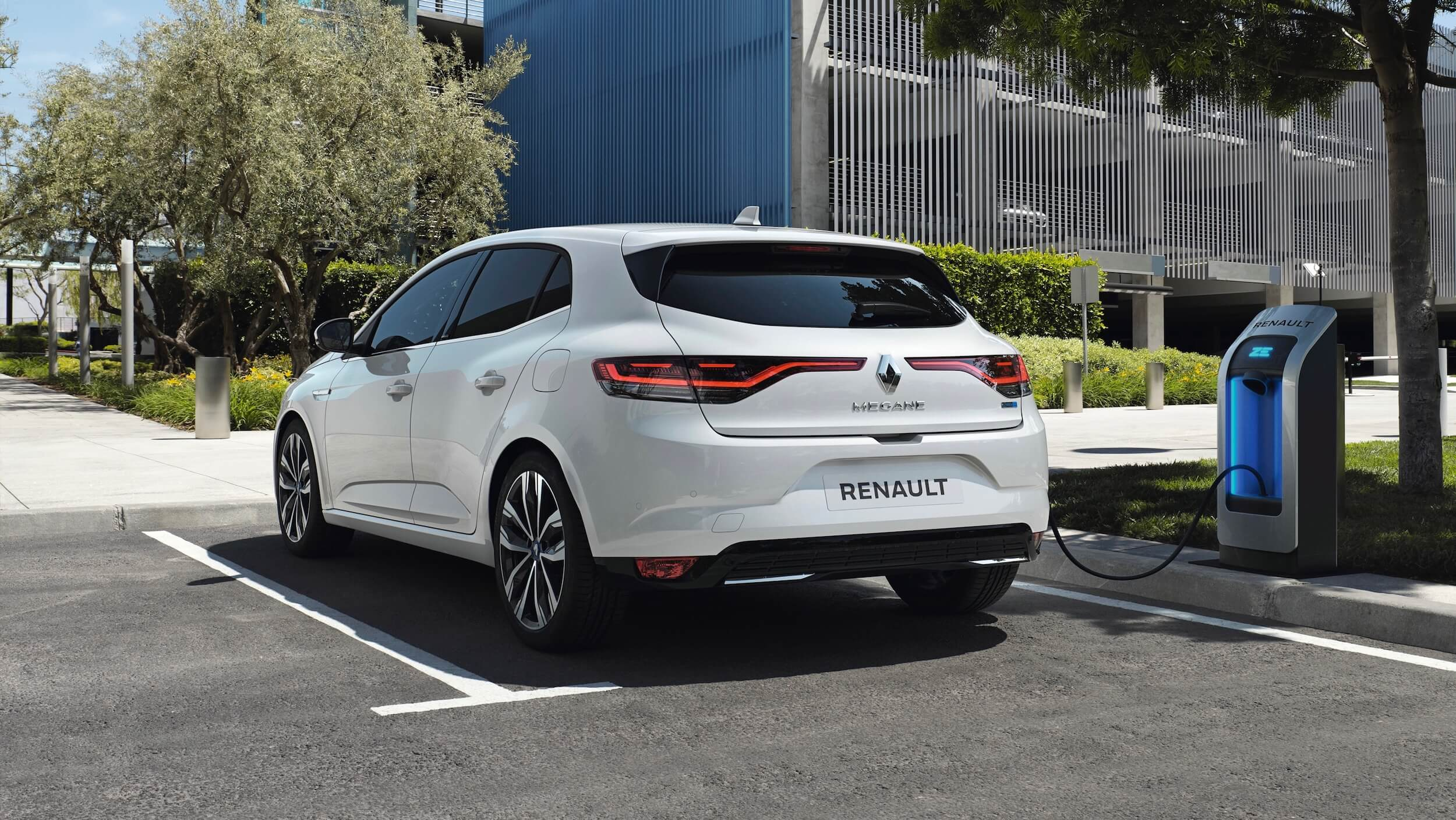 Renault Megane PHEV opladen