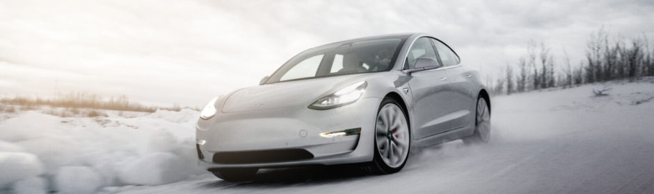 Tesla Model 3 sneeuw