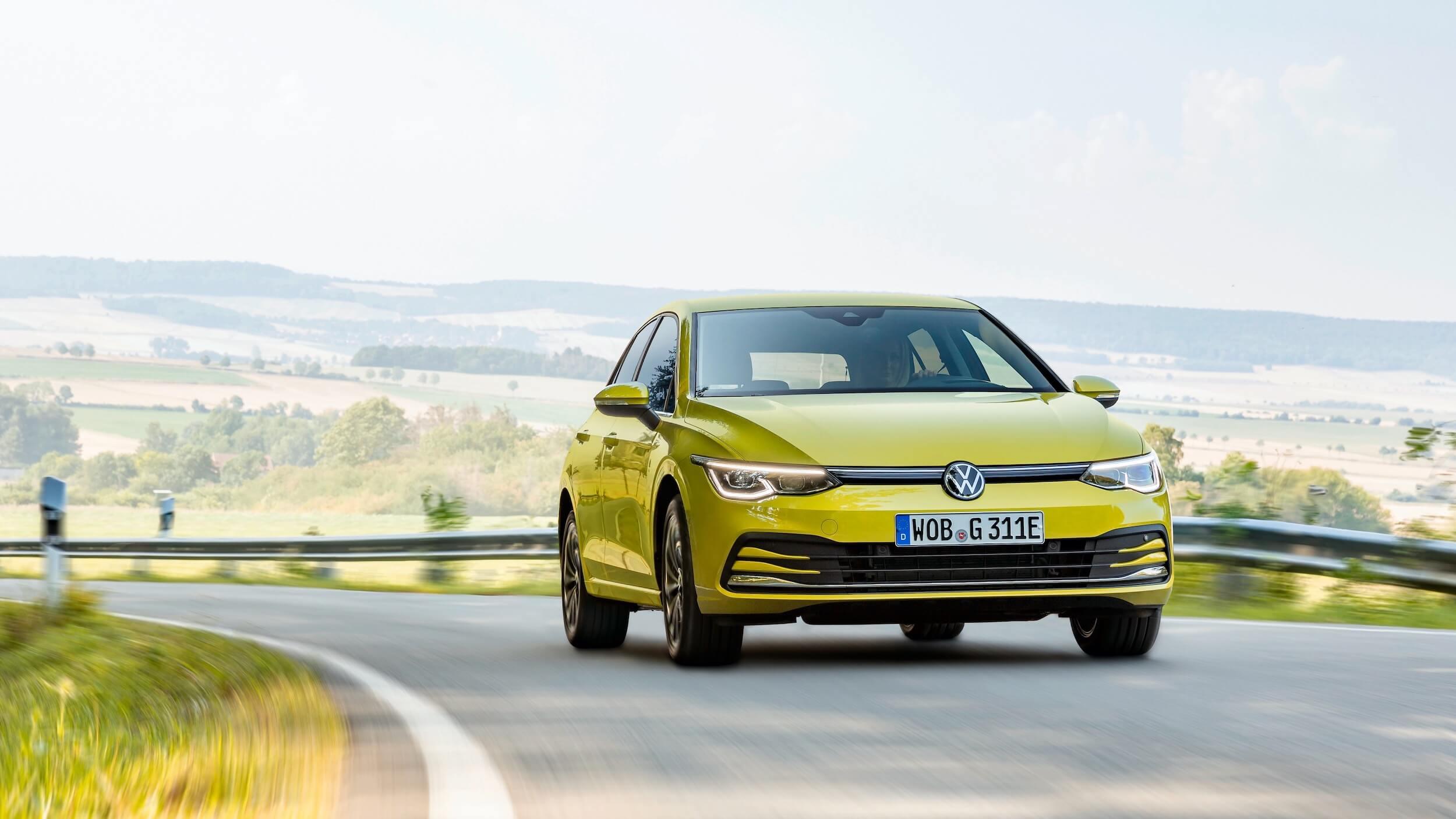 VW Golf eHybrid geel