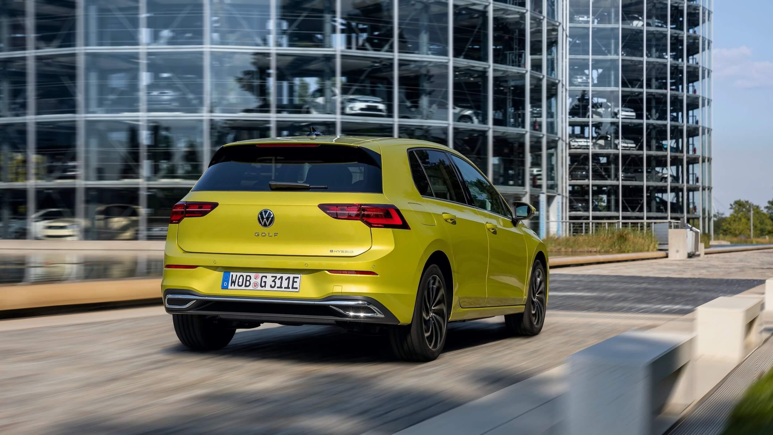 VW Golf eHybrid rijdend