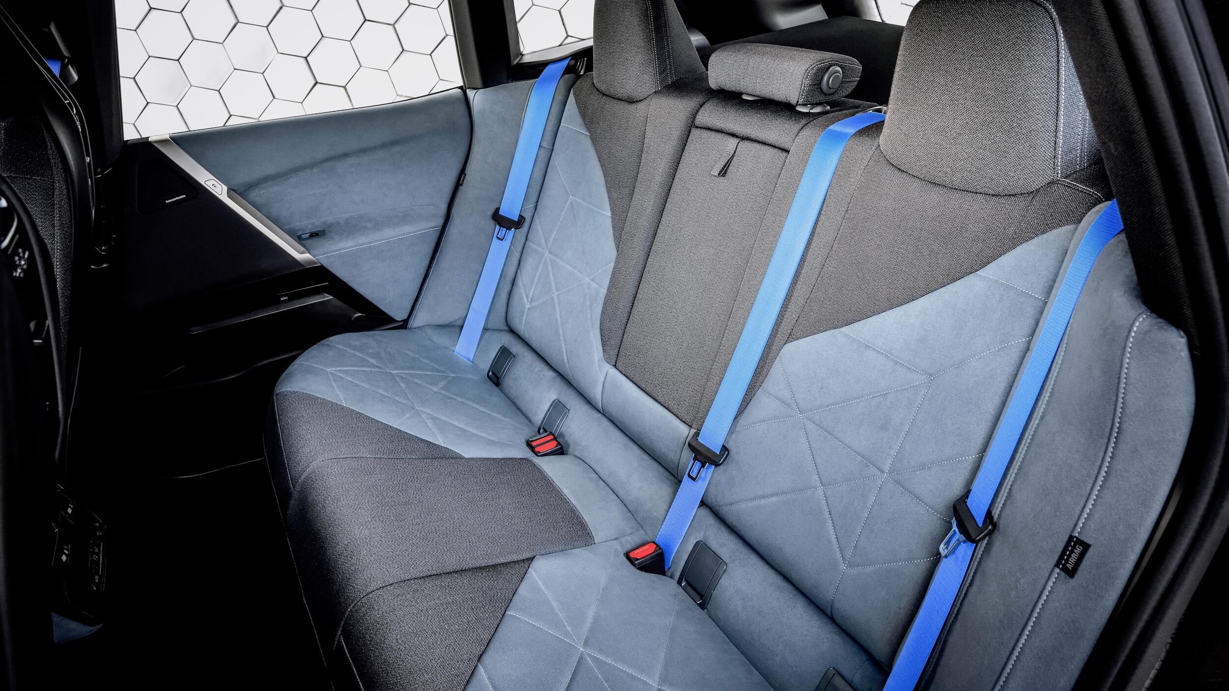BMW iX achterbank 1