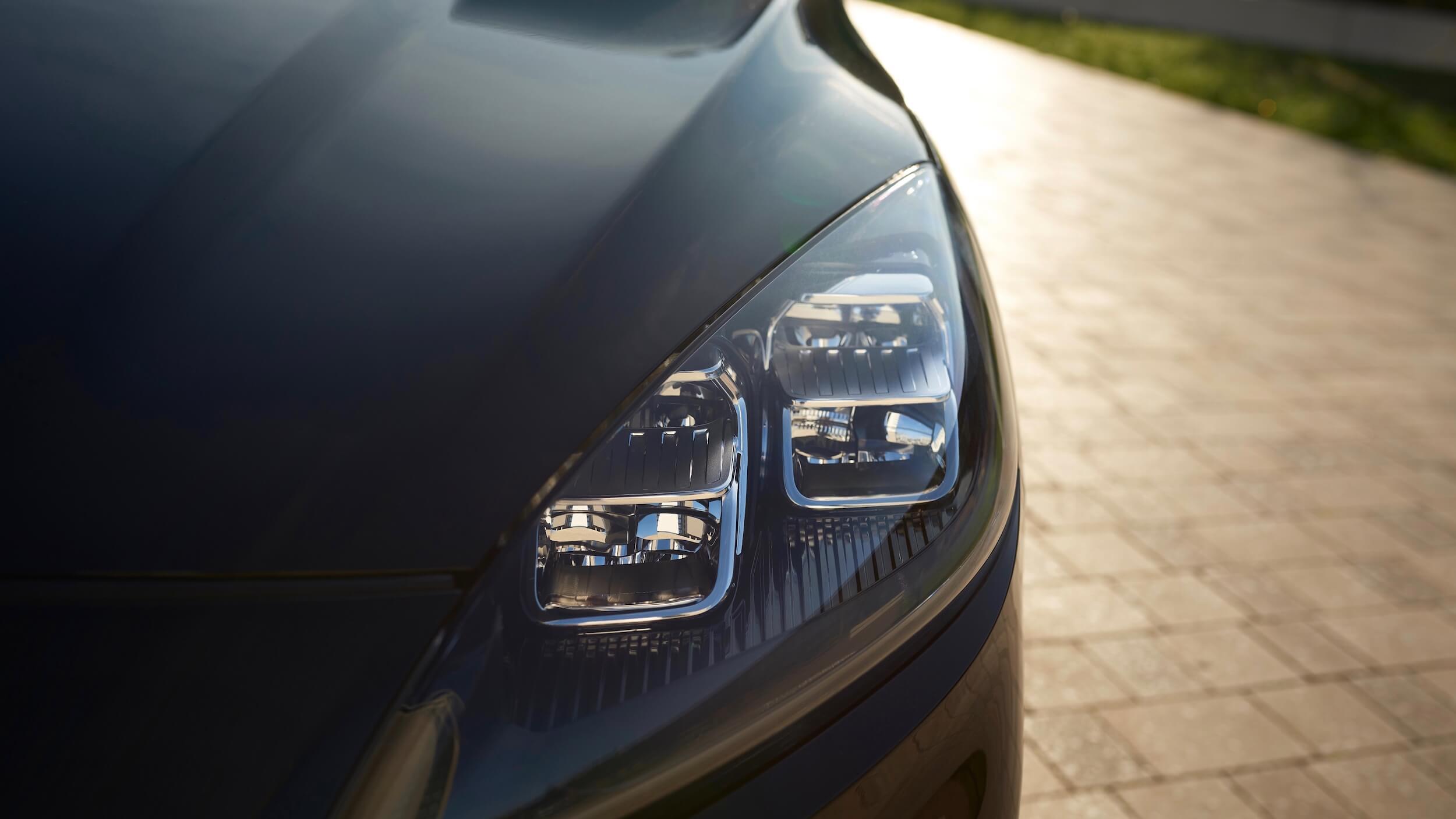 Ford Kuga Hybrid koplamp