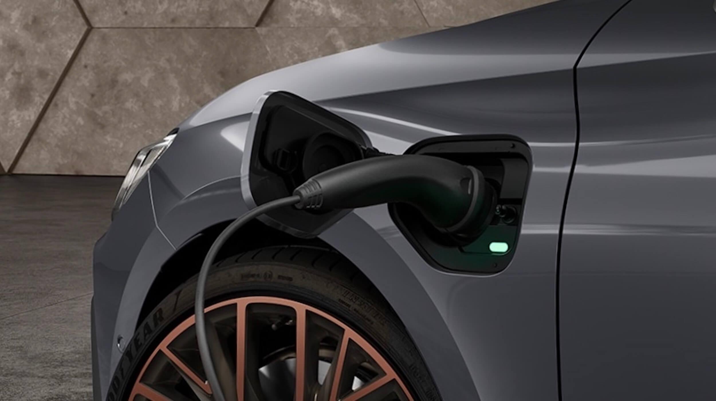 Cupra Leon plug in hybride laadklep