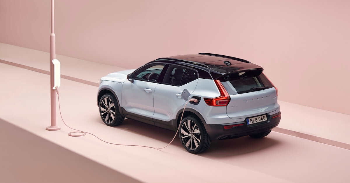Elektrische Volvo XC40 opladen aan laadpaal