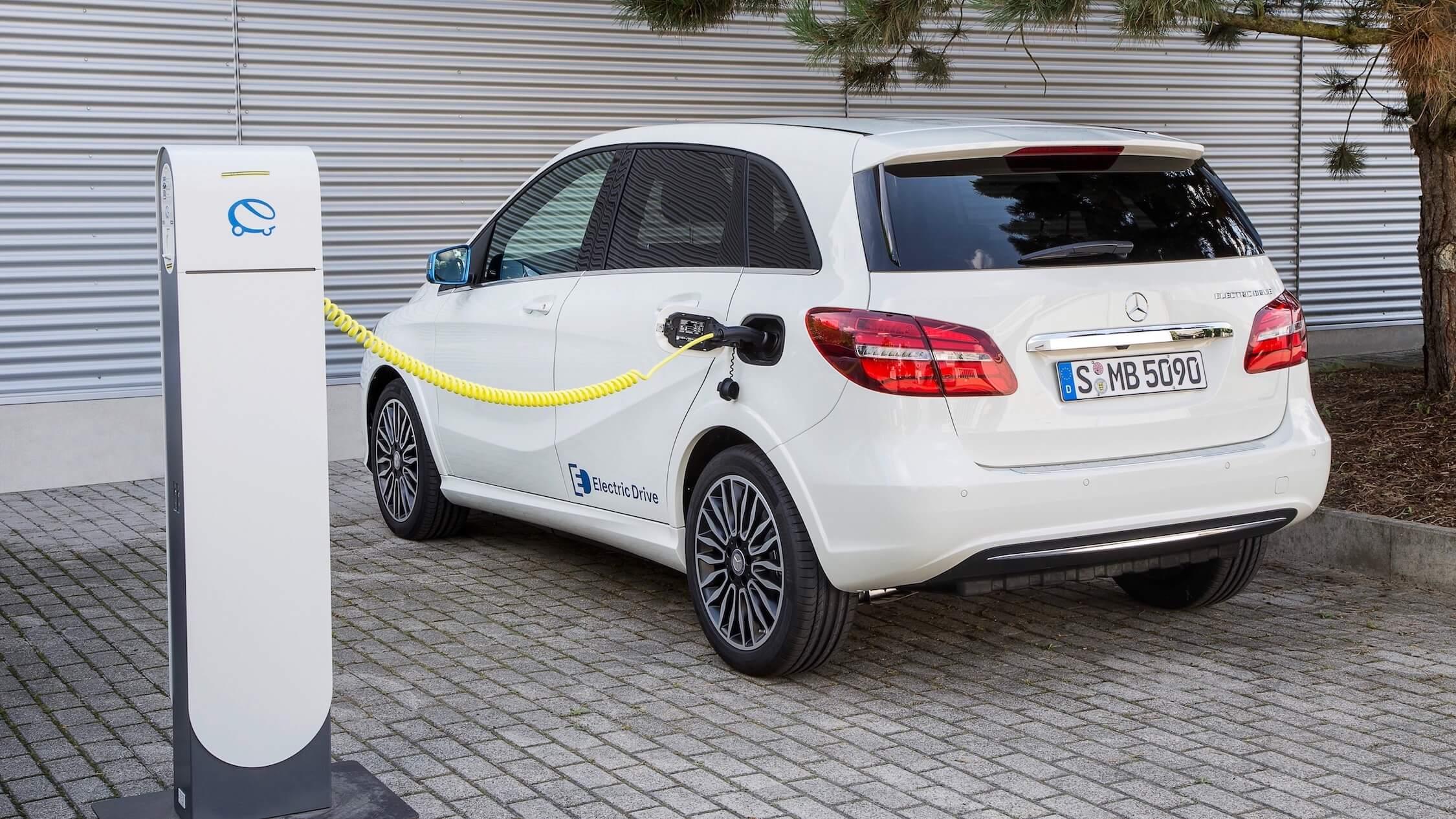 Mercedes B Electric Drive laadpaal