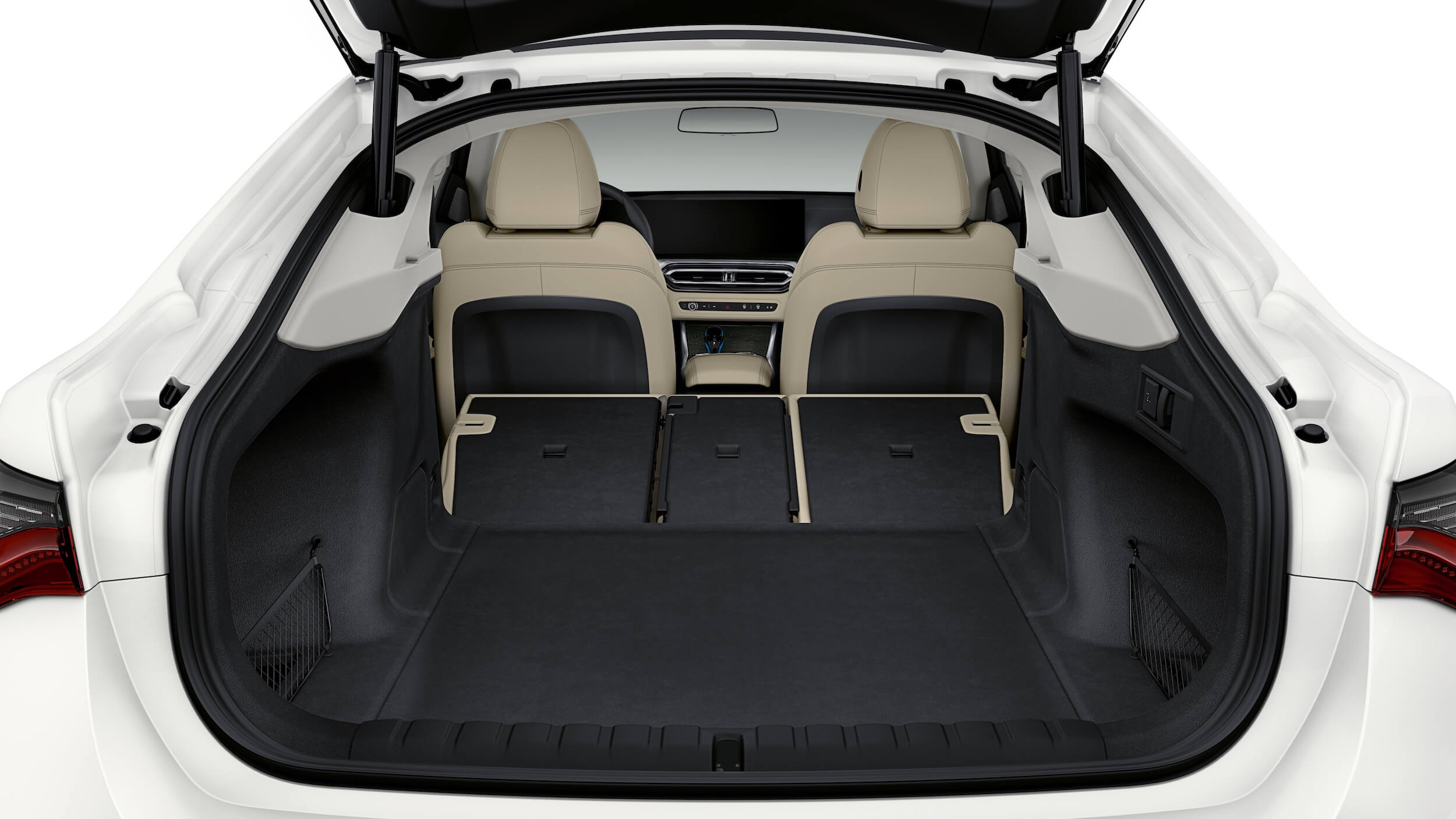 BMW i4 koffer met zetels neergeklapt