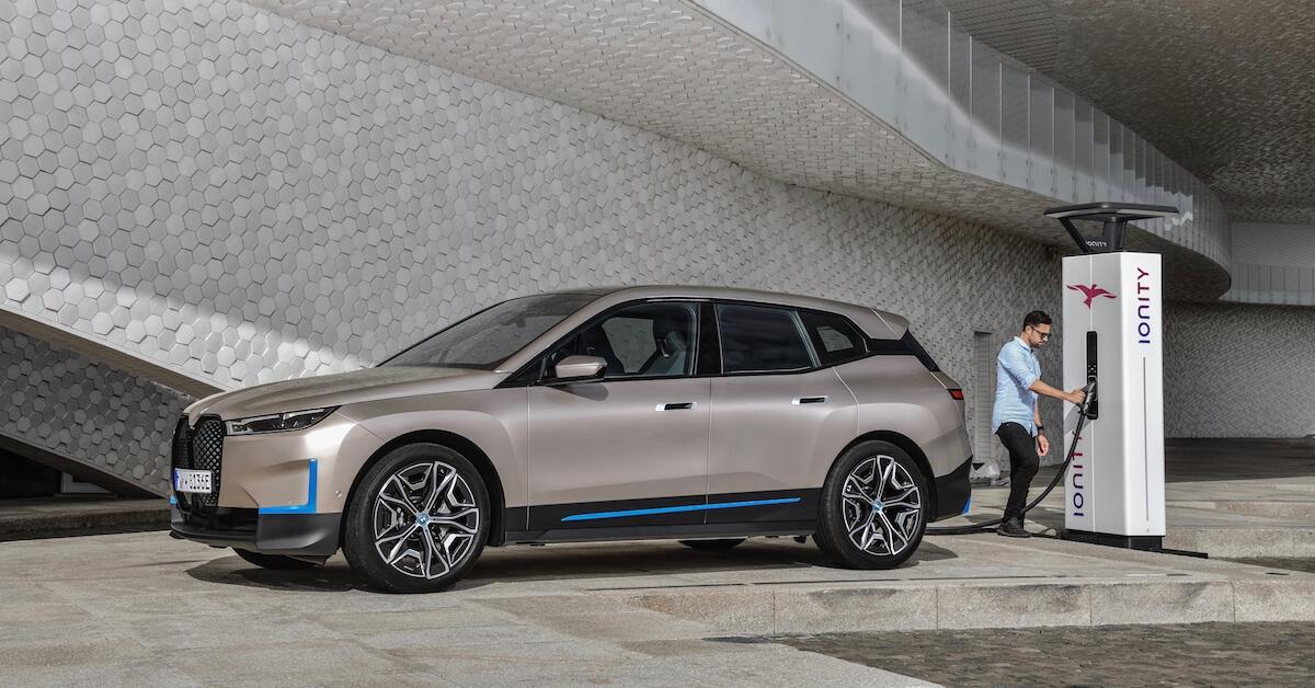 BMW iX aan Ionity laadpaal
