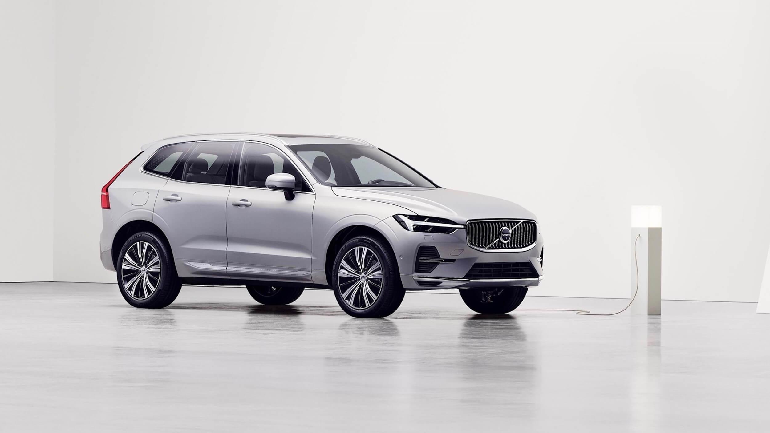 Volvo XC60 plug in hybride facelift aan laadpaal