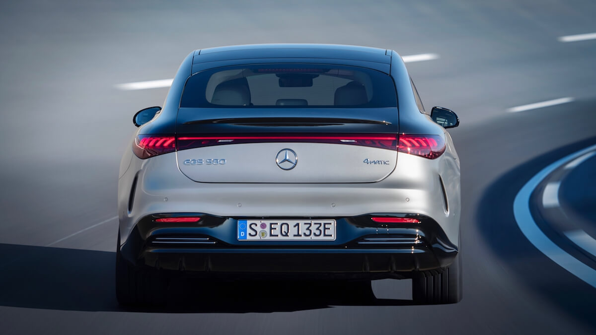 Elektrische Mercedes EQS achterkant