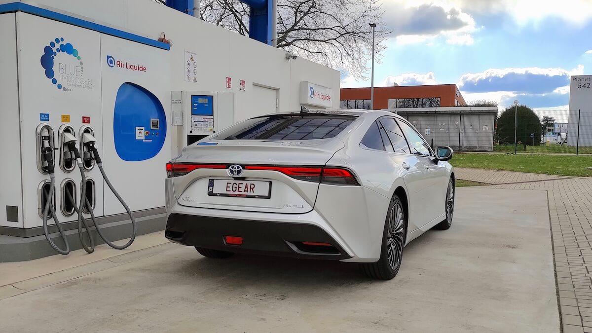 Toyota Mirai aan hydrogen station